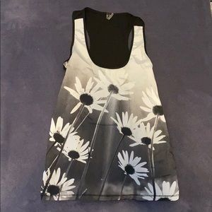Racer back tank with daisy's